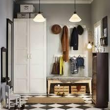 Aprovechar el espacio del recibidor es posible un armario donde