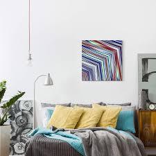 abstraktes bild linien in rot weiß blau gelb
