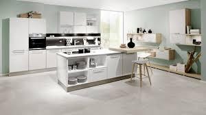 immobilien lümmeln im wohnzimmer quatschen in der küche