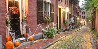 Best Halloween Attractions New England by The Best Small Towns In America For Halloween Best Places To