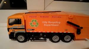 FRICTION REALTOY MEGA MAN WORKING MODEL TOY GARBAGE RECYCLING TRUCK ...