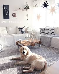 weihnachtsdeko im wohnzimmer so sieht es gerade bei