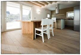 parquet flottant dans une cuisine parquet stratifié cuisine meilleur de parquet flottant cuisine
