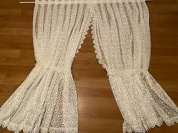 gardinen wohnzimmer kurzstore weiß auf falten gerafft weiß