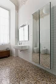 herrschaftliches bad mit terrazzoboden bild kaufen