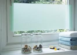 sichtschutz aus acrylglas am fenster im bild kaufen