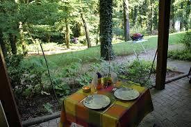 chambre d hote amneville repas sur la terrasse avec vue sur parc photo de hôtel la maison d