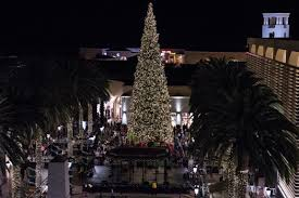 A Tree Lighting Ceremony Was Held At The Fashion Island Shopping Center In Newport Beach On Friday Nov 18 2016 11 NBtreelighting1118
