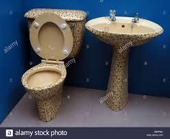 spannende 80er badezimmer suite toilette sockel spültisch