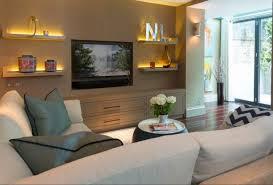 schmales wohnzimmer einrichten akzentwand eingebauter