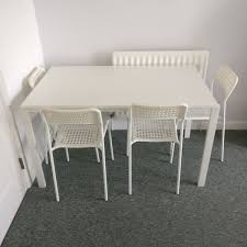 Dining Table! Great Condition! Bargain