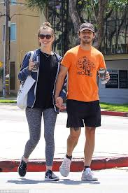 Sofa King Snl Shia Labeouf by Shia Labeouf Smiles For Photographers After Lunch Date In Studio