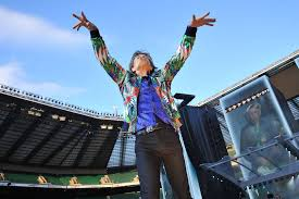 Uno De Los Ultimos Conciertos Rolling Stones Mick Jagger Agita A Miles Personas Que Llenan El Twickenham Stadium Londres