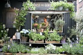 He Built The Flower Shop In A Small Black Shed Thats Lit Outside By Rustic Gooseneck Fixtures Both Krukkeriet And Blomsterskuret Are On Vi Rndamsvej