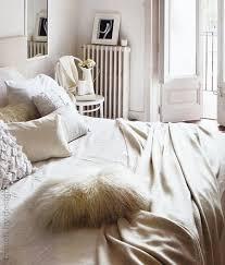 chambre blanche et décoration chambre cocooning blanche et beige
