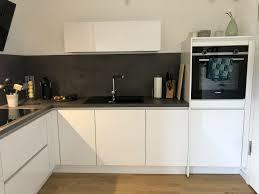 nobilia l küche mit elektrogeräten in weiß hochganz grifflos
