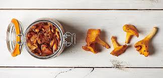 comment cuisiner les chanterelles recette girolles ou chanterelles au naturel le parfait