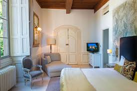 hotel avec dans la chambre vaucluse château hôtel 4 étoiles provence photos château de massillan