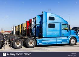 Indianapolis - Circa November 2016: Colorful Semi Tractor Trailer ... Semi Trucks With Custom Sleepers For Sale Present New Titan Vehicle 20 Ft 40 Container Side Loading Semi Truck Trailer Used Trailers For Tractor Truck 142 Full Fender Boss Style Stainless Steel Raneys And At And Traler Single Axle Daycabs N Trailer Magazine Mart Llc Trucks Sale In Shippensburg Pa Intertional Owner Finance Awesome Lakeville Sales Sleeper Interior Elegant Tractors Semis Indianapolis Circa November 2016 Colorful