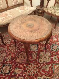 schöner runder tisch holz antik vintage