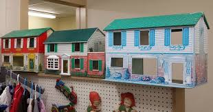 I Couldnt Resist This Vintage Colonial Dollhouse From The 40s