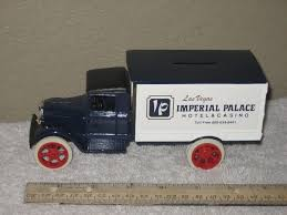 100 Bank Truck Ertl 1931 Hawkeye Blue Imperial Palace Coin DieCast 125