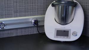 prise pour cuisine installation d un rail électrique pour les prises de courant