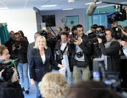 au bureau henin beaumont monde le vote des personnalités politiques en images
