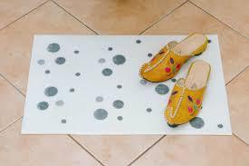wc neu gestalten diy polka dot badezimmer teppich das diy