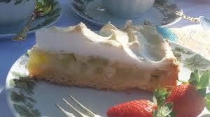 rhabarberkuchen mit xylit dinkelboden und baiser