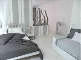 chambre grise et couleur chambre camaïeu de gris et blanc ambiance