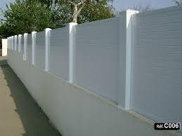 mur de separation exterieur claustra pvc à sceller sur un mur et clôture occultant