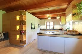 moderne küche mit holz im bauernhaus hallein gosau
