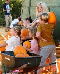 Motley Pumpkin Patch by Tori Spelling U0026 Dean Mcdermott Take Kids To Pumpkin Patch Daily