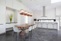 esszimmer pendelleuchten kupfer weiße wohnküche holz