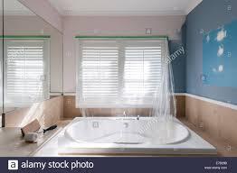 home renovierung wohn badezimmer mit großer badewanne