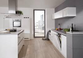 top moderne grifflose nobilia küche mit kochinsellösung in