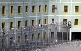 actu pénitentiaire un détenu tente de taillader un surveillant