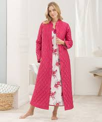 robe de chambre satin robe de chambre matelassée en satin framboise femme damart