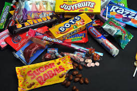 Halloween Candy Calories List by How To Not Go Too Crazy With The Halloween Candy Ajc Parenting Blog