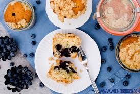 blaubeer streusel kuchen im glas