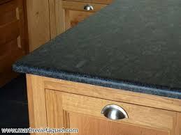 plan travail cuisine granit plan de travail en granit noir crédences et evier massif 38 et 73