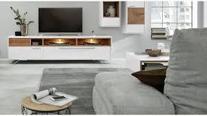 interliving wohnzimmer serie 2102 medienboard mit beleuchtung helles asteiche furnier weißer mattlack metallkufen br
