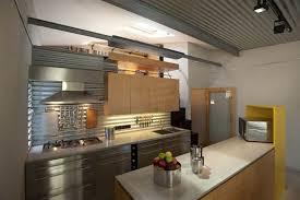 cuisine alu et bois une cuisine bois et alu au style loft moderne à découvrir