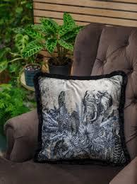 casa padrino luxus deko kissen afrika beige schwarz weiß 45 x 45 cm bedrucktes samt kissen mit fransen edles zierkissen luxus kollektion