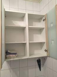 badezimmerschrank hängend