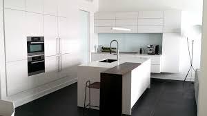 cuisine laqu馥 blanche plan de travail gris cuisines laqu馥s blanches 100 images modele cuisine blanc laque