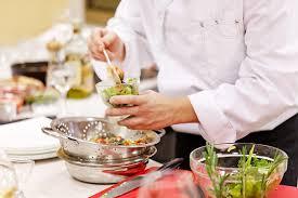 cours de cuisine avec un chef au menu à brest 29 wonderbox