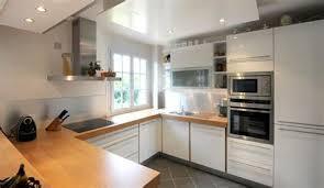 cuisine blanche et plan de travail bois cuisine blanc laque plan travail bois 7 cuisines modernes