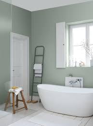lichtes meerschaumgrün in kombination mit weiß und naturholz
